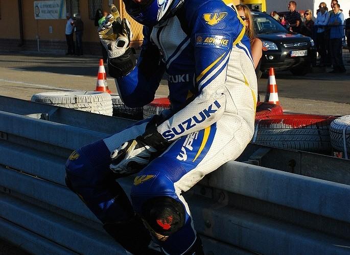 zawodnik Suzuki GSXR Cup przed wyscigie