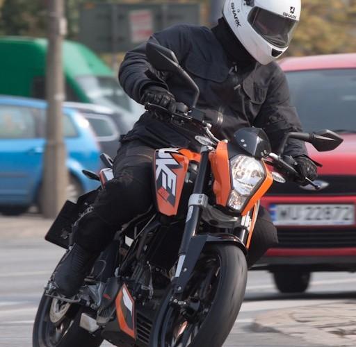 zakret przod KTM Duke 200 scigacz pl