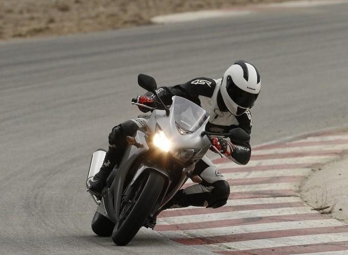 Honda CBR500R 2013 na torze