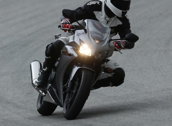 Na torze Honda CBR500R 2013
