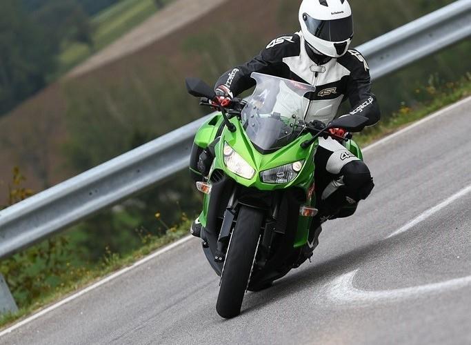 W zakrecie 2014 Kawasaki Z1000SX