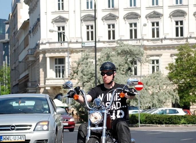 Jadac Harleyem przez Warszawe