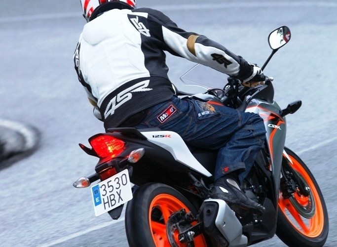 Honda CBR125 2011 testy