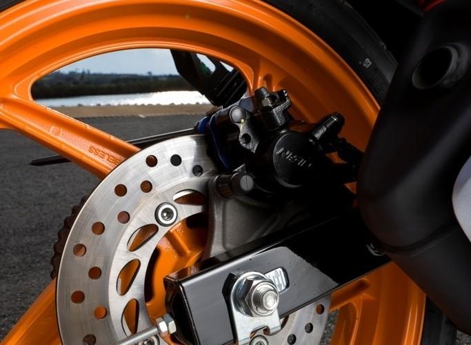 Honda CBR125 2011 tylny hamulec