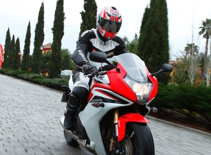 Honda CBR600F 2011 na kostce