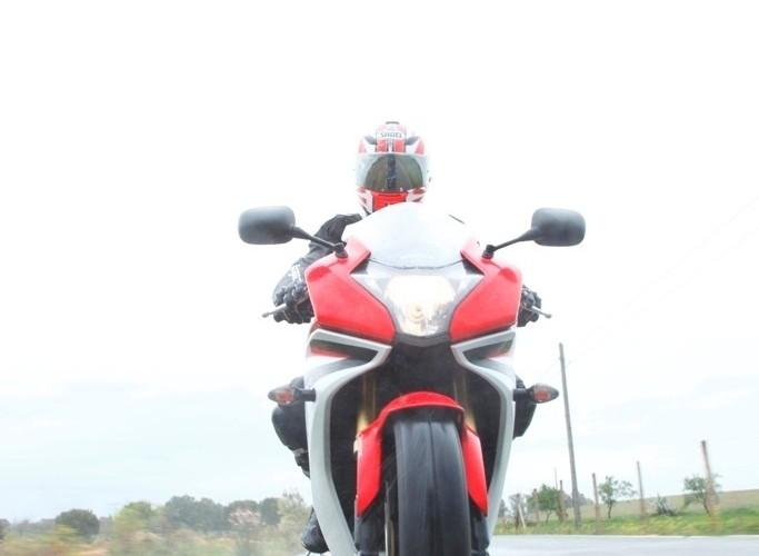 W deszczu Honda CBR600F 2011