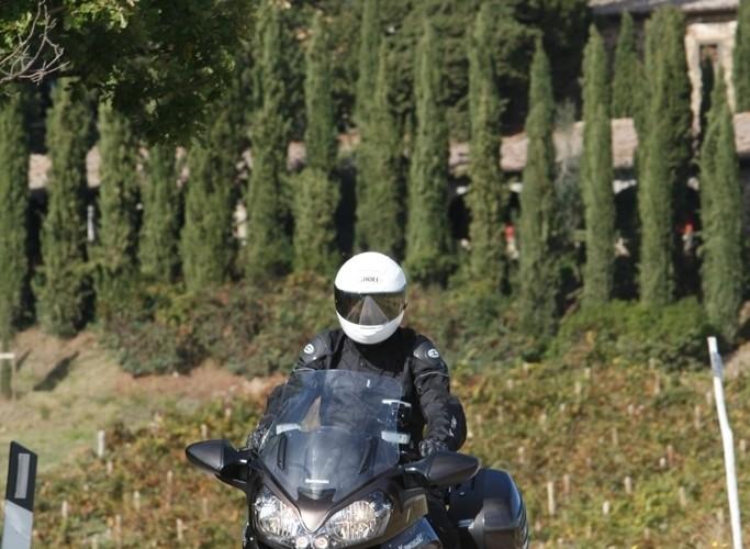 Kawasaki 1400 GTR 2010 przed zakretem