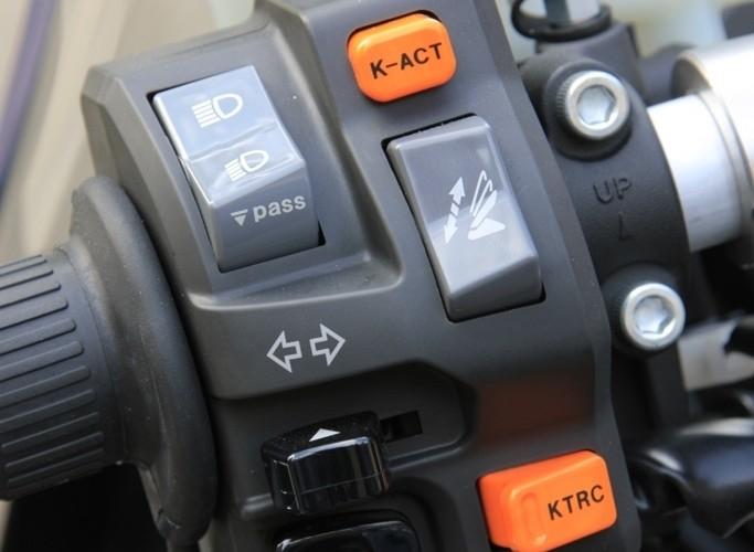 Kawasaki 1400 GTR 2010 przelaczniki