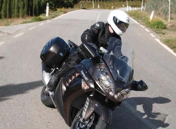 Kawasaki 1400 GTR 2010 wejscie w zakret