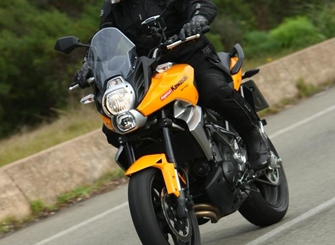 Kawasaki Versys 2010 hamowanie do zakretu
