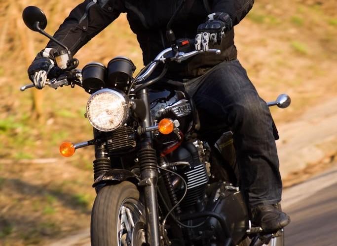 lewy zakret Triumph Scrambler 2011