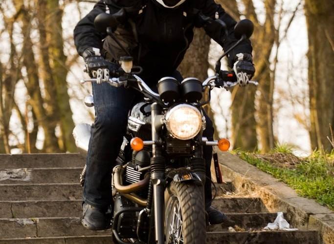 schody Triumph Scrambler 2011