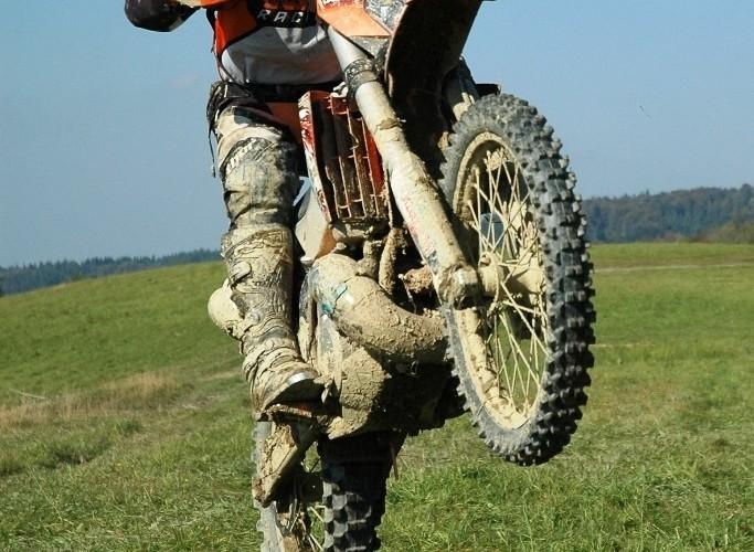 KTM EXC250 2010 guma na pniu