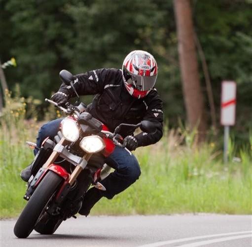 Triumph SpeedTriple na zakrecie