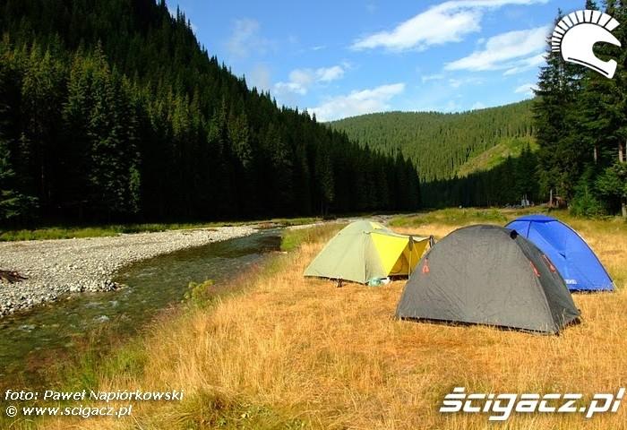 oboz nad rzeka Bulgaria i Rumunia na motocyklach - be hardcore