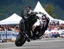 Stunt cyrkle Chris Pfeiffer