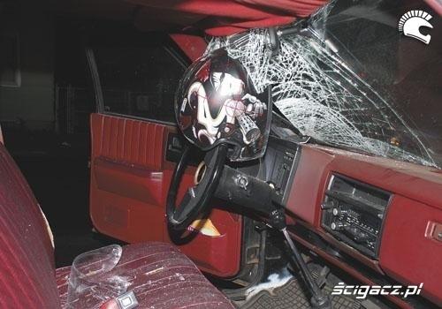 czolowe zderzenie motocyklista