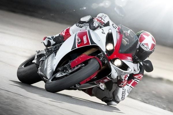 Premierowa Yamaha YZF-R1 w malowaniu z okazji 50-lecia obecnosci Yamahy w mistrzostwach Grand Prix - do obejrzenia na Wystawie Motocykli z