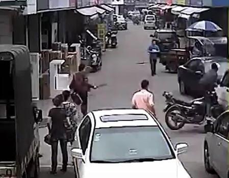 zlodziej na motocyklu