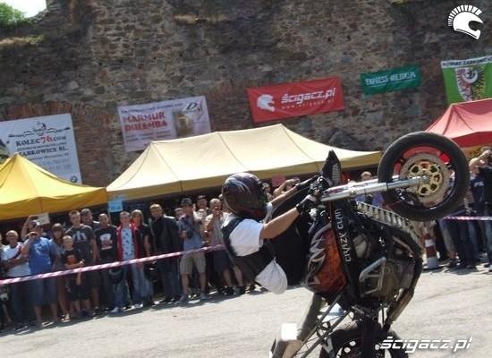 stunt korzen plac na zlocie motofrankenstein