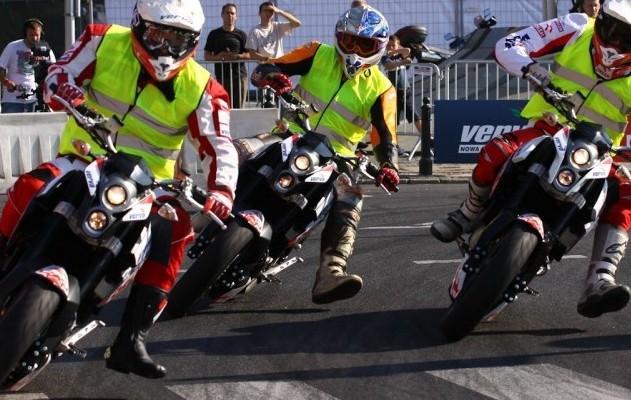 Wyscig motocyklistow Verva Street Racing Warszawa z