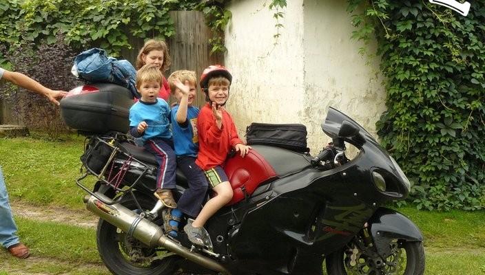 dzieciaki na suzuki - Long Way na Balkanach