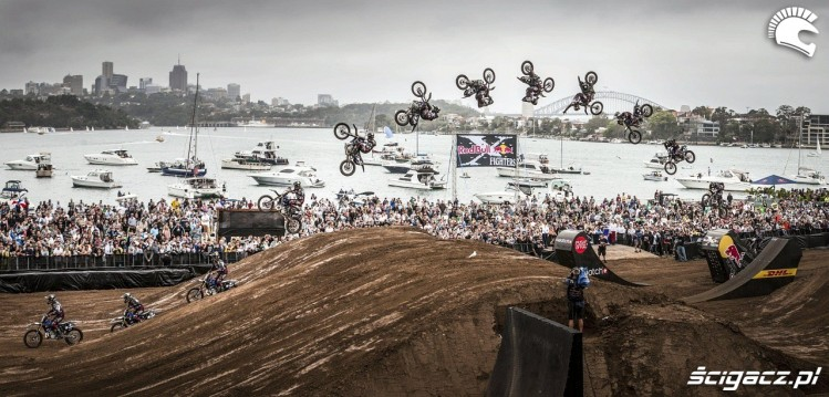 - Red_Bull_X-Fighters_Sydney_fot_Andreas_Langreiter_Red_Bull_Content_Pool