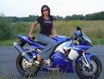 Laska i R1 - pi�kny motocykl i pi�kna kobieta